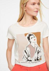 comma - Print T-shirt - white placed print - 4