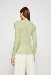 Selected Femme - SLFANNA CREW NECK TEE - Long sleeved top - young wheat/snow white - 2