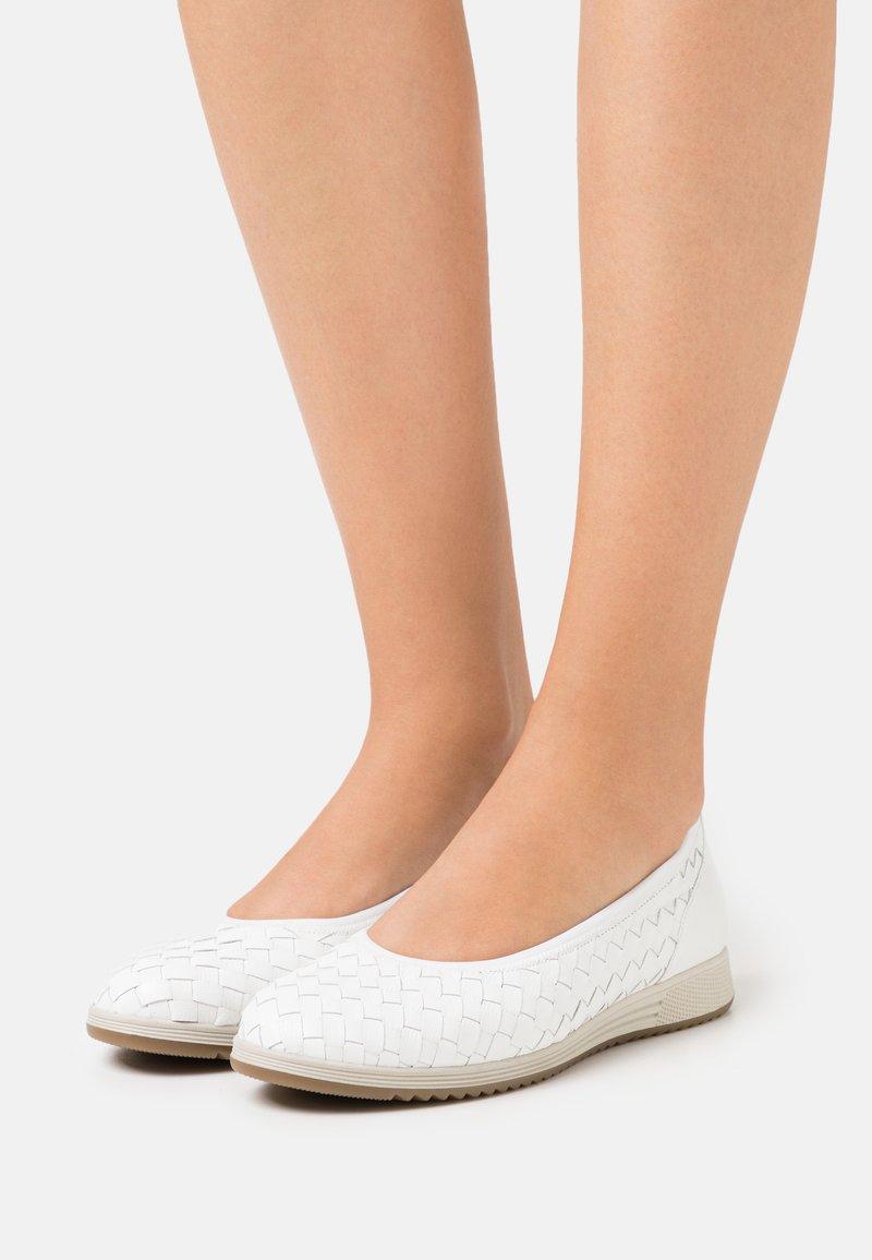 Gabor - Ballet pumps - weiß