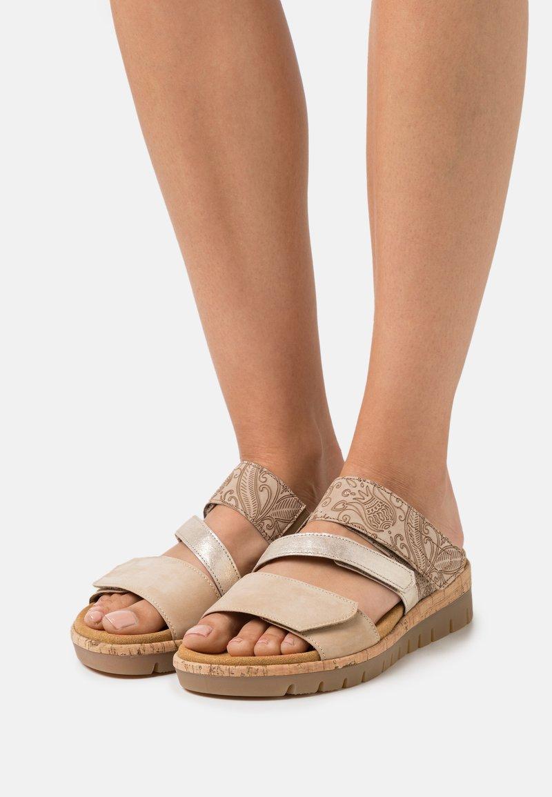 Gabor Comfort - Sandalias planas - caramel