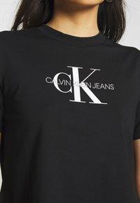 Calvin Klein Jeans - MONOGRAM MODERN STRAIGHT CROP - T-shirt con stampa - black - 5