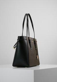 MICHAEL Michael Kors - VOYAGER TOTE - Handbag - brown - 3
