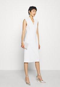 IVY & OAK - HIGH COLLAR DRESS - Sukienka etui - snow white - 1