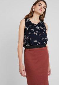 Vero Moda - VMARIANA SKIRT - Pencil skirt - mahogany - 3