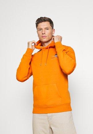 MEDIUM ARCHIVE SHIELD HOODIE - Sweatshirt - savannah orange