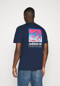 adidas Originals - SPORTS INSPIRED SHORT SLEEVE TEE - T-shirt print - collegiate navy - 2