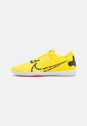 REACTGATO  - Indoor football boots - optic yellow/dark smoke grey/white