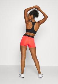 Nike Performance - PRO SHORT - Tights - laser crimson/black/metallic silver - 2