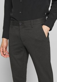 Only & Sons - ONSMARK PANT STRIPE - Bukser - dark grey melange - 4