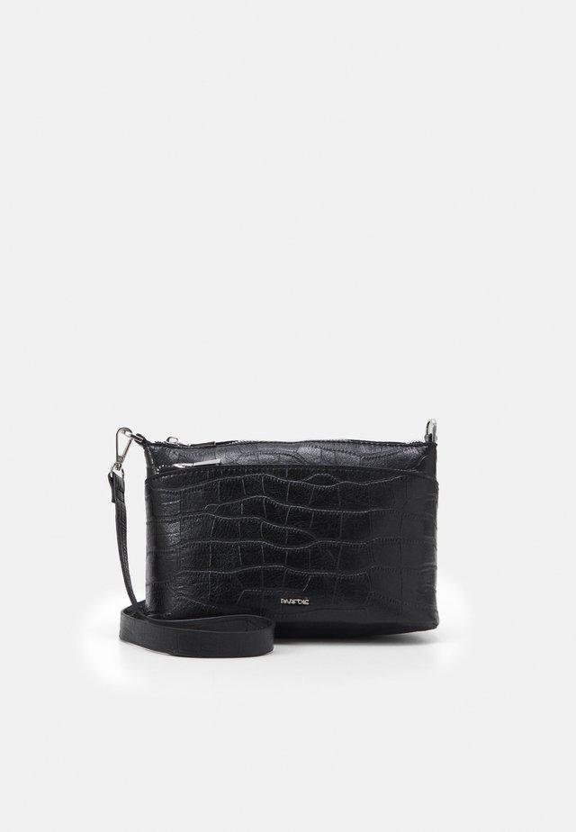 CROSSBODY BAG SOPHIE - Schoudertas - black