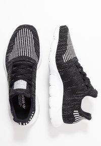 adidas Originals - SWIFT RUN  - Sneaker low - core black/silver metallic/footwear white - 3