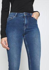 PIECES Tall - PCKAMELIA ANKLE - Jeansy Skinny Fit - medium blue denim - 3