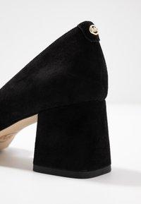 MICHAEL Michael Kors - DIXON  - Classic heels - black - 2