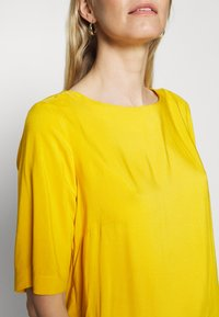 TOM TAILOR - BLOUSE - Blůza - deep golden yellow - 5