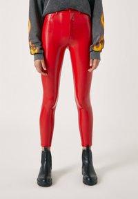 PULL&BEAR - Spodnie materiałowe - red - 0
