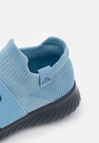 Kappa - PEC UNISEX - Chaussures d'entraînement et de fitness - ice/navy - 5