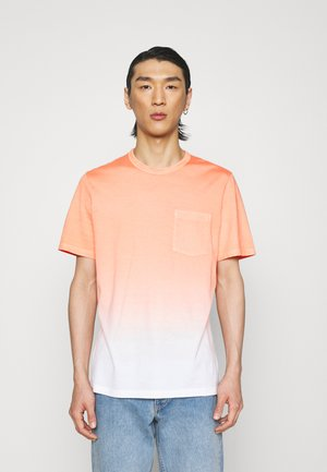 ESSENTIAL TEE - T-shirt con stampa - vivid coral/soft white