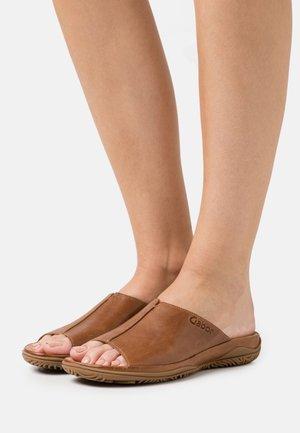Slippers - peanut
