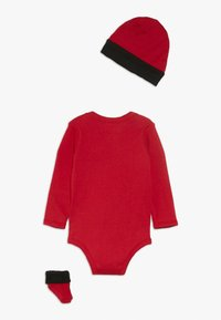 Jordan - JUMPMAN BOOTIE SET  - Baby gifts - gym red - 1