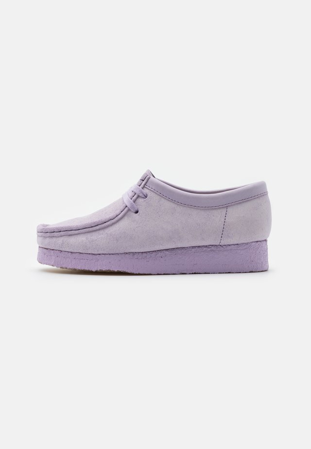 WALLABEE - Chaussures à lacets - lilac