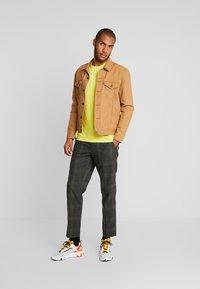Lyle & Scott - T-shirt - bas - buttercup yellow - 1