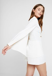 Club L London - Blazer - white