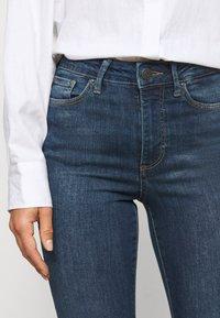 Vero Moda Petite - VMSOPHIA SKINNY JEANS PETI - Jeans Skinny Fit - medium blue denim - 6
