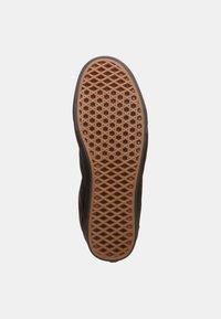 Vans - UA COMFYCUSH OLD SKOOL - Sneakersy niskie - black - 4