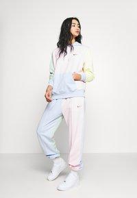 Nike Sportswear - PANT  - Teplákové kalhoty - hydrogen blue/pink foam - 1