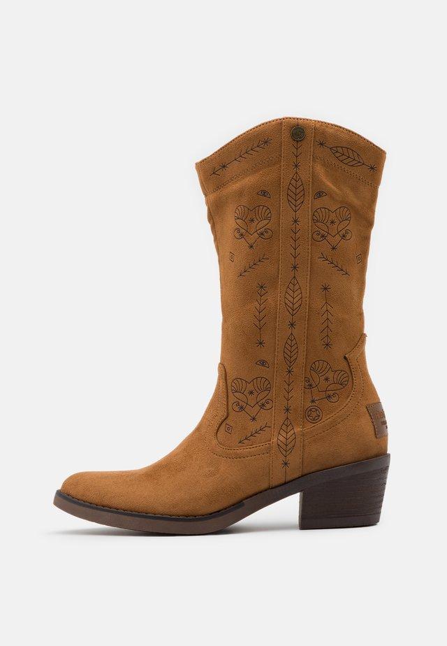 Cowboy/Biker boots - camel