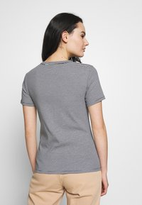 Petit Bateau - TEE MCSMO/MAXXS - Print T-shirt - smoking/marshmallow - 2