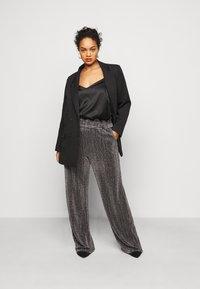 Vero Moda Curve - VMKAIDACOCO WIDE PANT - Trousers - black/silver - 1