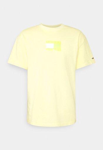 TONAL FLAG TEE - T-shirt z nadrukiem - green