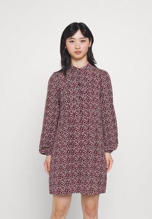 VMSAGA PLEAT SHORT DRESS - Košilové šaty - port royale