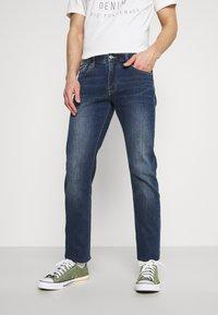 Armani Exchange - 5 POCKET PANT - Slim fit jeans - indigo denim - 0