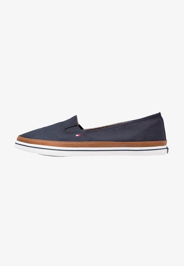 ICONIC KESHA SLIP ON - Loaferit/pistokkaat - dark blue