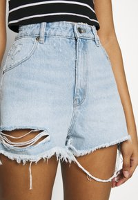 Rolla's - DUSTERS - Denim shorts - bleached denim, destroyed denim - 4