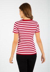 Armor lux - HILLION MARINIÈRE - Print T-shirt - braise / blanc - 1