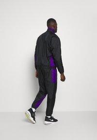 Nike Performance - NBA LA LAKERS TRACKSUIT - Klubové oblečení - black/field purple - 2