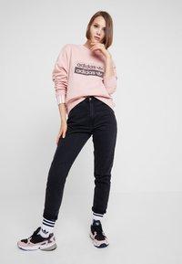 adidas Originals - RETRO LOGO PULLOVER - Sweatshirt - pink spirit - 1