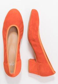 PERLATO - Classic heels - orange - 3