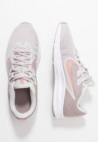 Nike Performance - DOWNSHIFTER  - Neutrální běžecké boty - vast grey/rust pink/pumice/white - 1