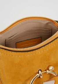 See by Chloé - JOAN - Handtasche - burnt yellow - 4