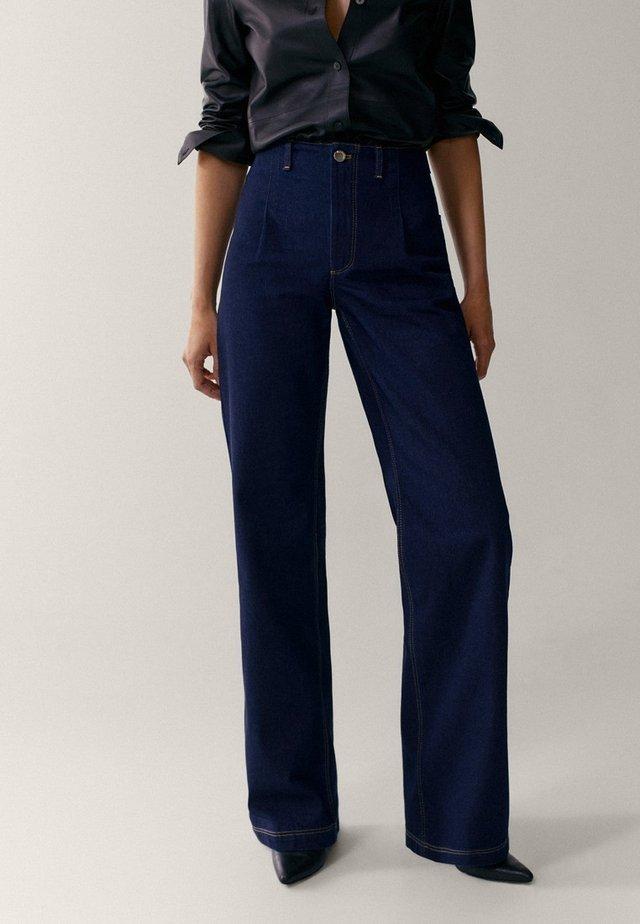 MIT BUNDFALTEN  - Flared Jeans - dark blue