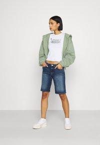 Tommy Jeans - MID RISE BERMUDA SAE - Denim shorts - blue denim - 1