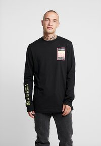 adidas Originals - STREETSTYLE GRAPHIC LONGSLEEVE TEE - Long sleeved top - black - 0