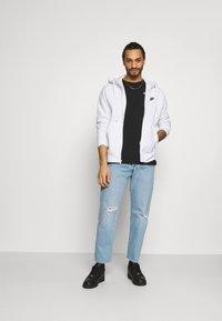 Nike Sportswear - CLUB HOODIE - Tröja med dragkedja - white/black - 1