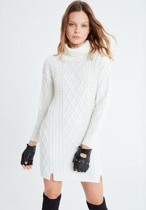 BENIGNA - Jumper dress - weiãŸ