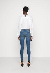 PIECES Tall - PCPEGGY  - Skinny džíny - medium blue denim - 2