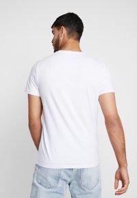 Wrangler - Printtipaita - white - 2